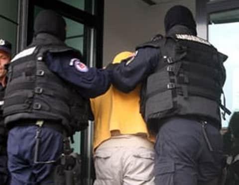 arestare mascati