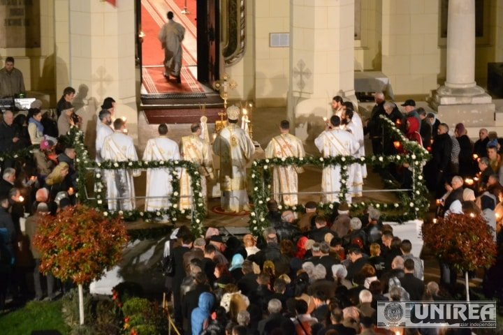Slujbele de Paște vor fi în afara bisericii, cu distanțare. Dacă se ajunge într-o localitate cu 60 % vaccinați, să nu mai existe restricții