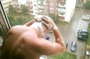 dus la geam frati Alba Iulia