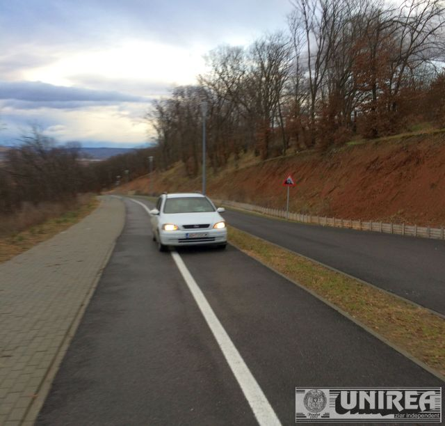 masina pe pista de bicicleta la Alba Iulia