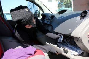 Bărbat din Blaj, cercetat penal pentru furt calificat. A sustras mai multe bunuri dintr-o mașină parcată