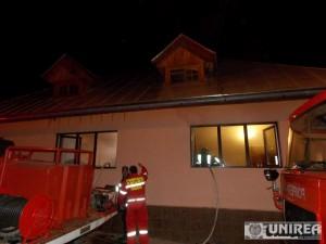 incendiu casa primar campeni08