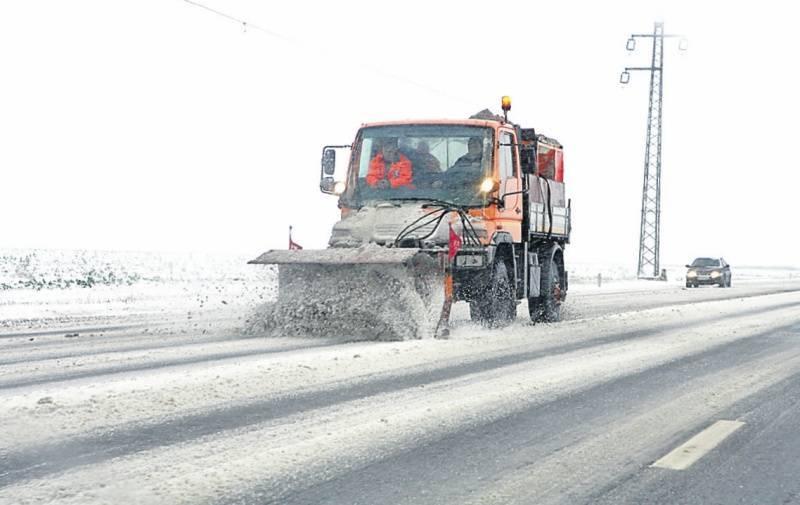 Pregătiri pentru iarnă, la Arieșeni: Primăria a lansat licitația pentru servicii de deszăpezire a drumurilor, în valoare de 250.000 de lei