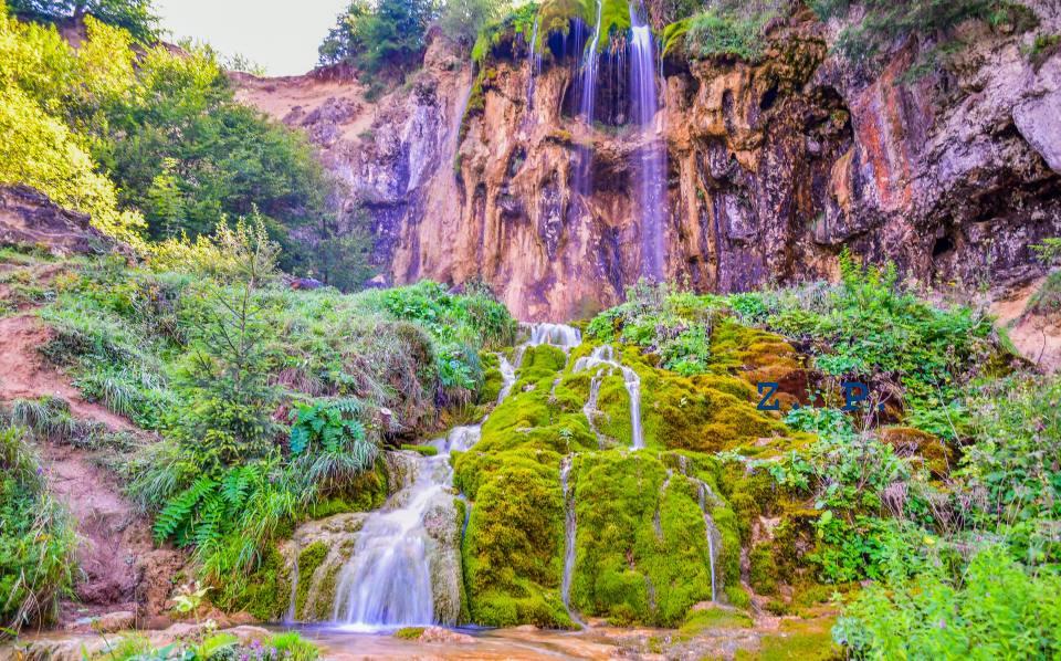 Imagini pentru cascada pisoaia