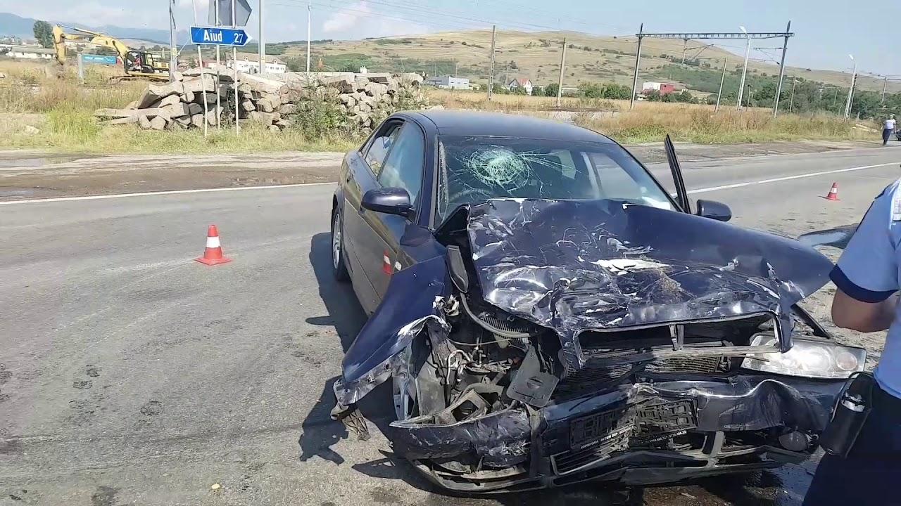 Accident rutier în Sântimbru: O șoferiță a pierdut controlul asupra mașinii și a intrat în coliziune cu un autovehicul de pe contrasens. Conducătoarea auto a suferit leziuni corporale ușoare