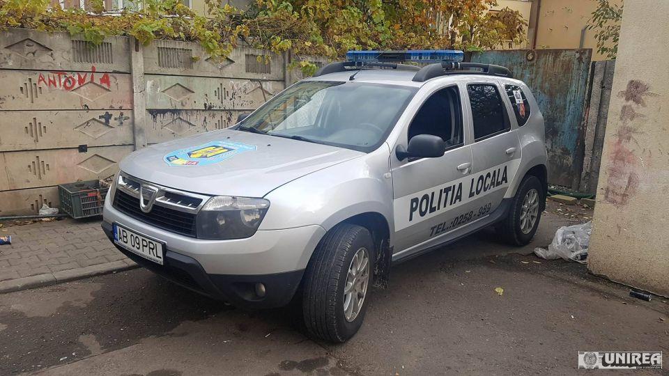 ACCIDENT rutier în Alba Iulia. O mașină a Poliției Locale s-a TAMPONAT cu un alt autovehicul