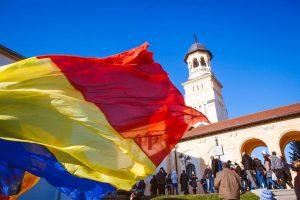 steag alba catedrala 1 decembrie tricolor