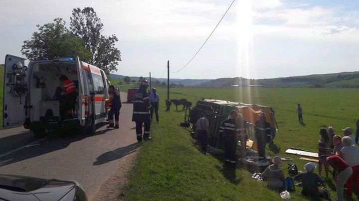 Accident rutier în Poiana Ampoiului: O căruță a fost acroșată de un autoturism la intrarea pe un drum principal. Căruțașul a ajuns la spital