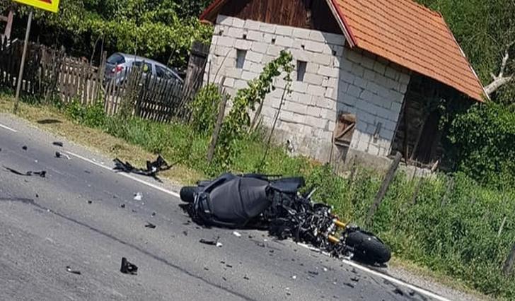 ACCIDENT rutier la Ciugud: Un tânăr, rănit după ce a pierdut controlul motocicletei și a intrat într-un stâlp