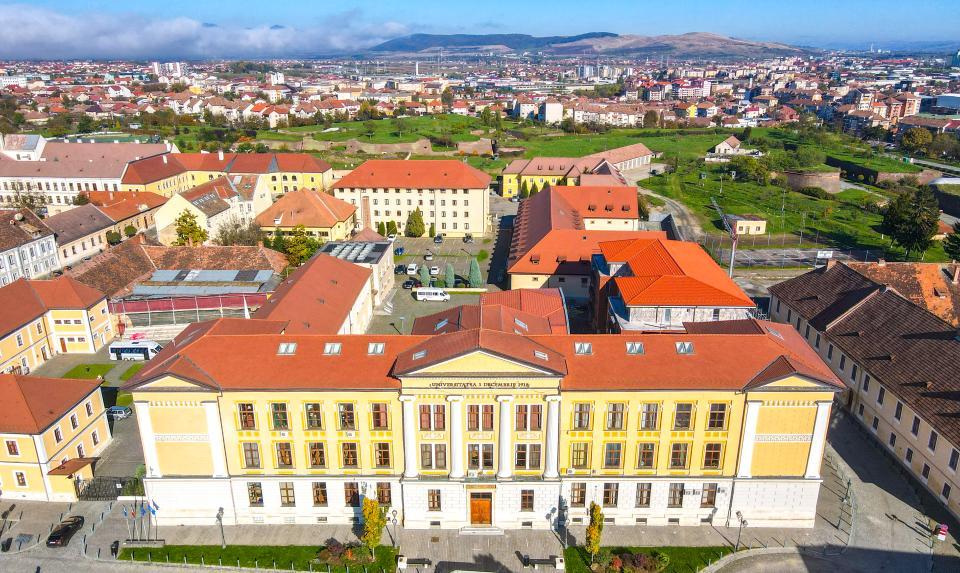 """Cursurile Universităţii """"1 Decembrie 1918"""" din Alba Iulia se vor desfășura în mediul online datorită situației epidemiologice la nivel local, regional şi naţional"""