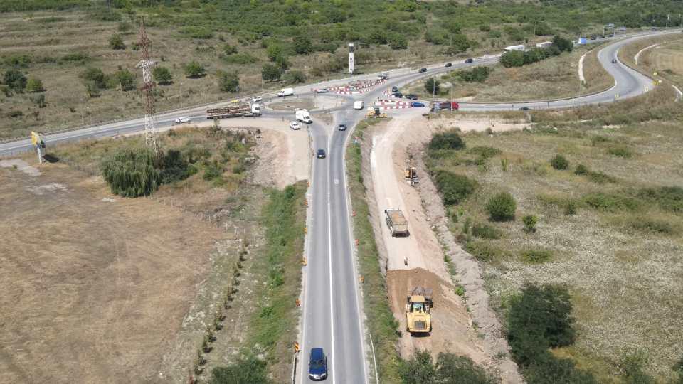 VIDEO  Se reconfigurează sensul giratoriu de la Alba Iulia Nord, care face legătura dintre autostrada A10 Sebeș – Turda, DN1 și șoseaua de centură